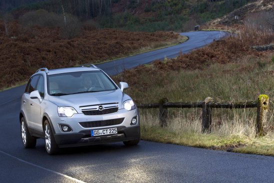 Motorul pe benzina de pe Opel Antara facelift are 2,4 litri, 167 CP, 230 Nm