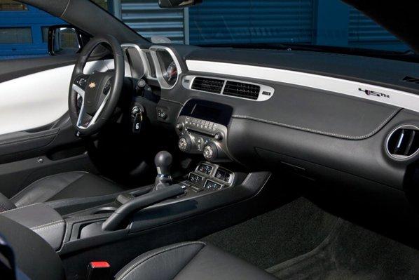 Interiorul lui Chevrolet Camaro are un aspect sportiv, dar calitatea e sub asteptari