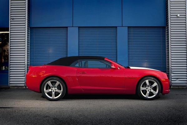 Chevrolet Camaro - it got the looks, it got the sound