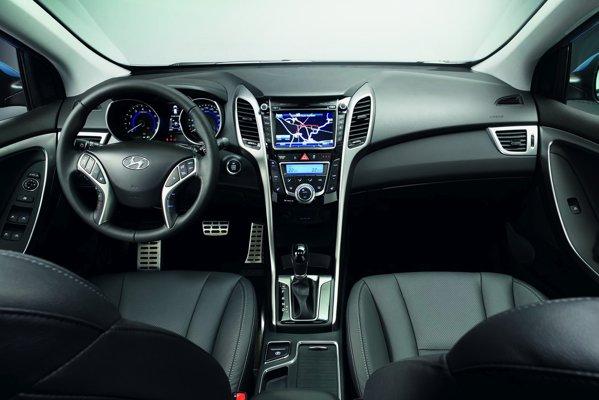 Interiorul noului Hyundai i30 este reusit si denota un nivel bun al calitatii materialelor