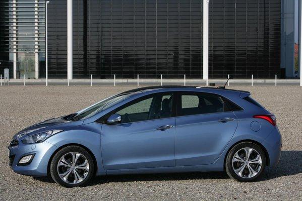 Hyundai i30 are o lungime de 4,3 metri si un ampatament de 2,65 metri