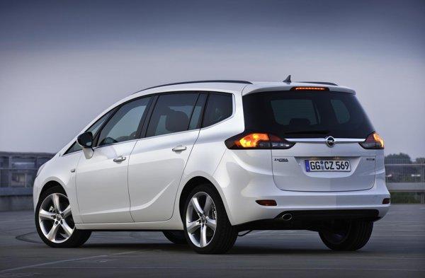 Opel Zafira Tourer are 4,66 metri, avand un puternic stil dinamic, dar si familist