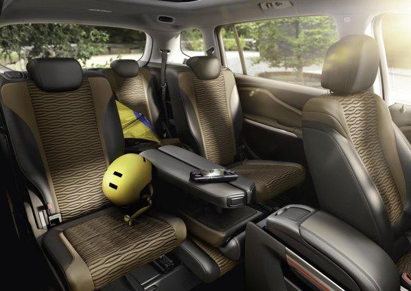 Lounge System - ideea care transforma Zafira Tourer intr-o mica limuzina