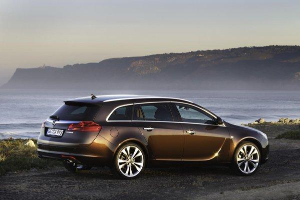 Versiunea Opel Insignia BiTurbo 4x4 porneste de la 34.215 euro, FlexRide fiind standard