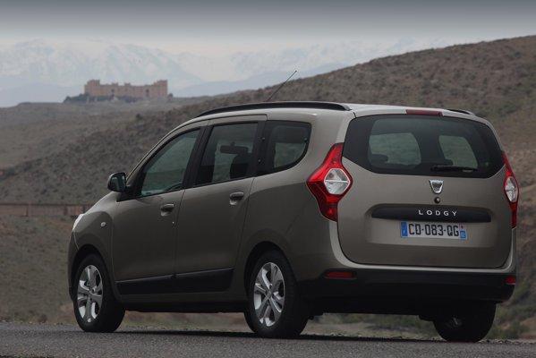 Exteriorul lui Dacia Lodgy exprima robustete, jantele avand doar 15 inch