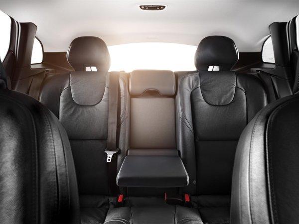 Spatiul in spate este normal pentru clasa compacta, iar portbagajul are 355 de litri