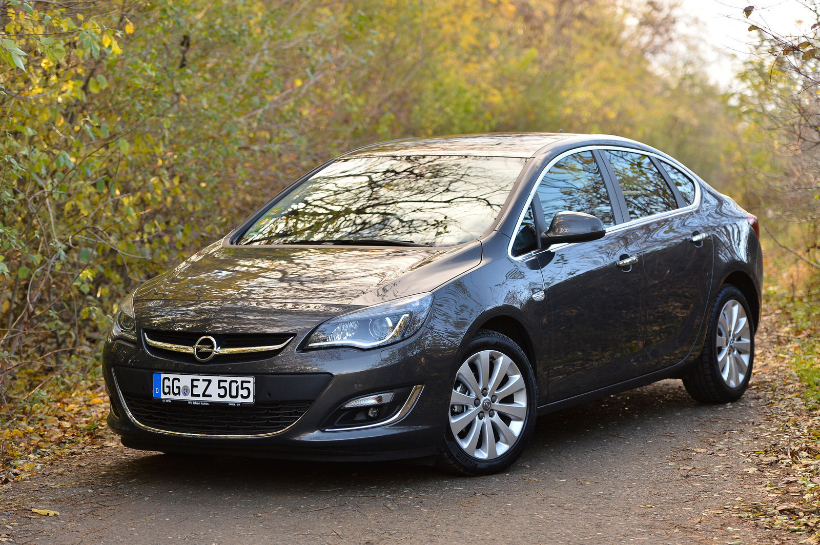 am testat opel astra sedan n rom nia. Black Bedroom Furniture Sets. Home Design Ideas