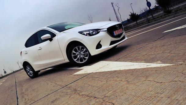 TEST: 7 bune şi rele cu noua Mazda2