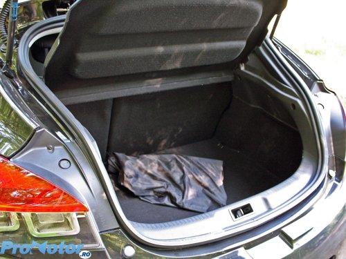 Portbagajul lui Megane Coupe este cea mai mare surpriza: total 370 litri