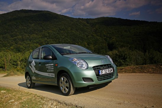 Noul Suzuki Alto are un aspect mai modern decat precedentele 6 generatii