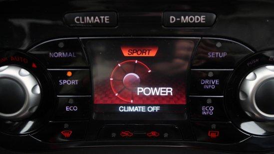 ... iar pe D-MODE avem alte butoane şi indicaţii pentru setări de condus