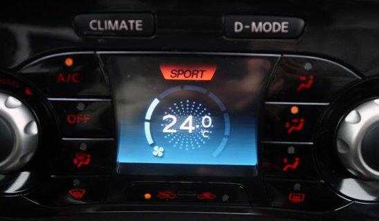 Magia Nissan Dynamic Control System: o dată avem butoane şi display pentru climatizare...