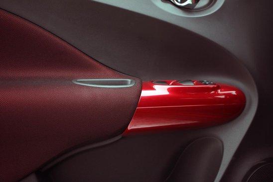 În nivelul de echipare superior Tekna, Nissan Juke propune ornamente... interesante pentru femei