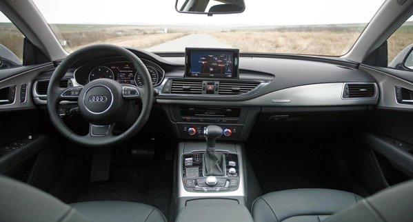 Audi A7 Sportback are un cockpit aglomerat, pentru amatorii de high-tech