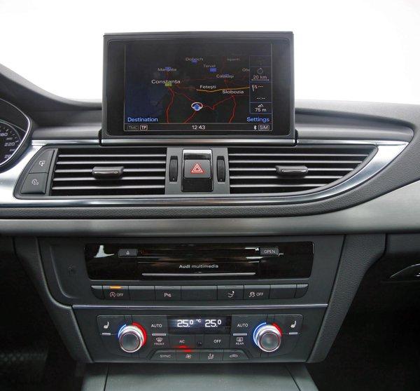 Displayul central escamotabil din Audi A7 este lizibil si cu indicatii foarte clare