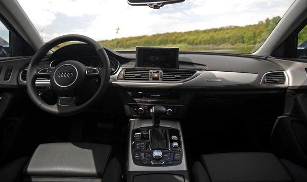 Interiorul lui Audi A6 este aproape identic cu al lui Audi A7