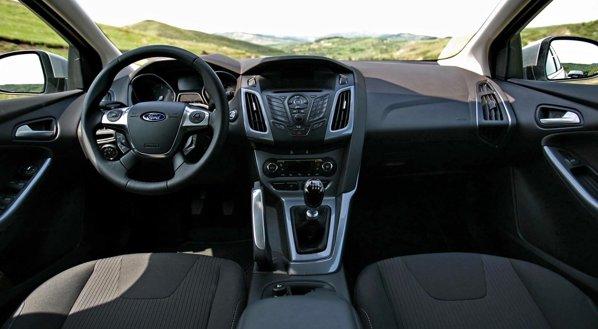 Interiorul noului Ford Focus este foarte modern si exprima sportivitate si high-tech