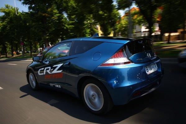 Din spate, Honda CR-Z atrage multe priviri