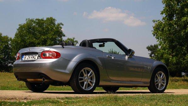 Mazda MX-5 are un stil simplu, dar degaja o puternica simpatie