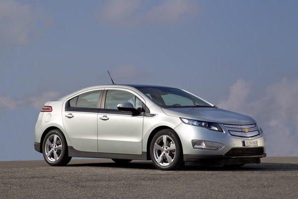 Chevrolet Volt are o lungime de 4,5 metri si arata futurist fata de sedanurile compacte similare