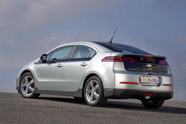 Utilizatorii lui Chevrolet Volt fac plinul o data la circa 1.600 km, ceea ce inseamna 2 litri/100 km