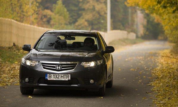 Faceliftul lui Honda Accord se rezuma la modificari subtile ale grilei si spoileului frontal
