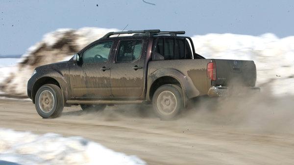 Motorul V6 face din Nissan Navara o masina foarte potenta, pe orice fel de drum