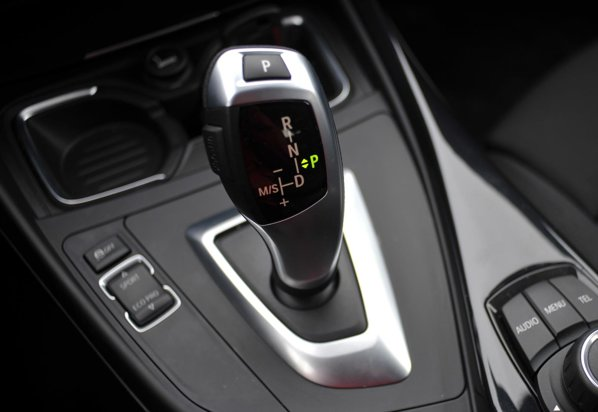 BMW 118d beneficiaza de o cutie automata moderna, cu 8 trepte