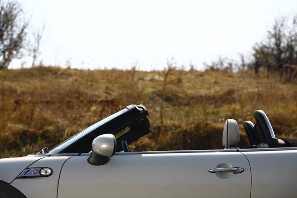 Mini Roadster ofera doar doua locuri, dar suficient spatiu pentru bagaje