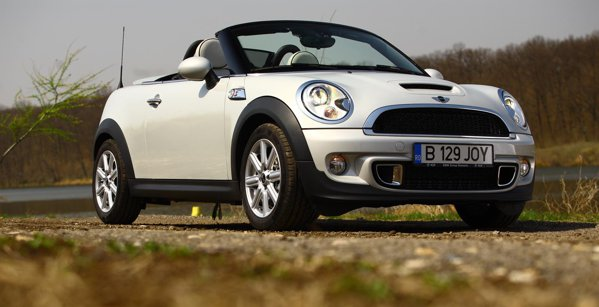 Mini Roadster se diferentiaza suficient de bine fata de Mini Cabrio