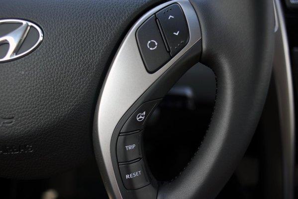 De pe volan se pot selecta trei moduri pentru directie: Comfort, Normal si Sport