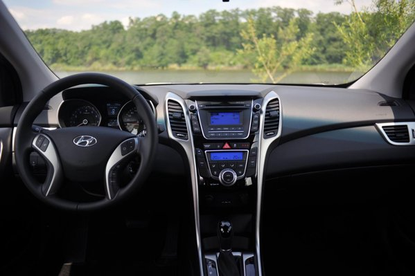 Hyundai i30 1.6 GDI cu automata are un pret excelent: 16.558 euro