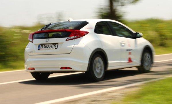 Desi motorul diesel se dovedete foarte eficient si placut pe Civic, lipseste soundul sportiv