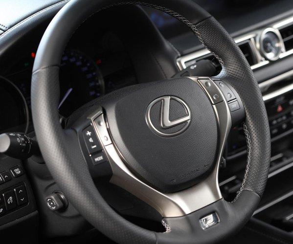 Lexus GS ofera un interior sportiv cu o calitate exemplara