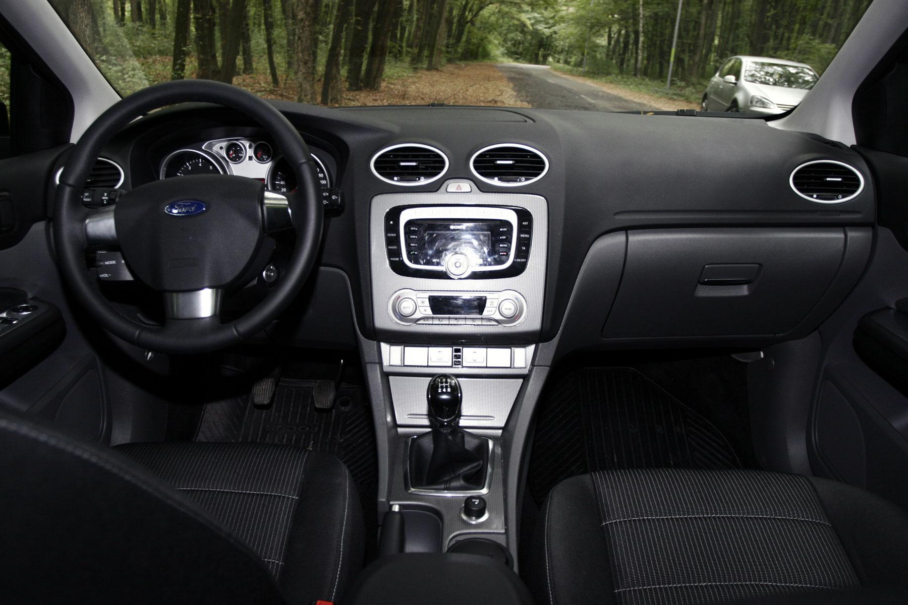 Imagini Golf 6 Vs Focus Vs Bravo Vs Auris Vs Leon 3