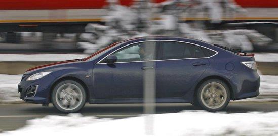 Mazda6 are un comportament rutier foarte bun, un design mai modern si un pret mai mic