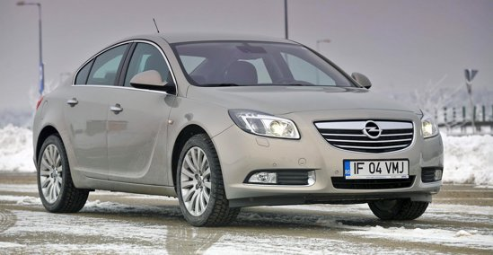 Opel Insignia are un design elaborat si foarte placut, concurand mai degraba cu Passat CC