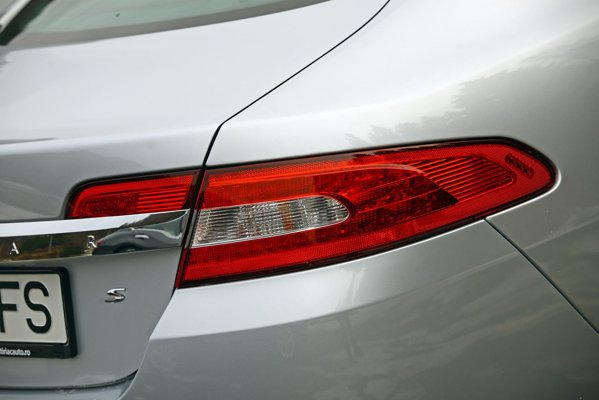 Cel mai ieftin Jaguar XF cu motor diesel costa 48.890 euro, iar versiunea S porneste de la 63.488 euro
