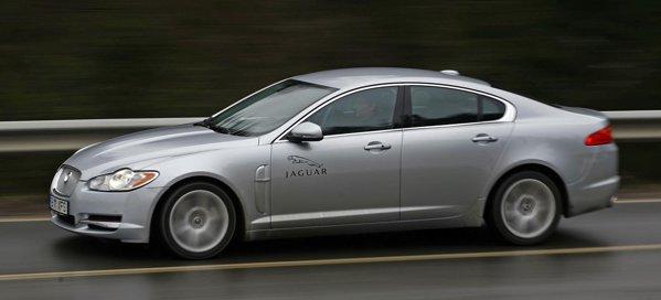 Jaguar XF D S are un motor diesel V6 de 275 CP, cu 37 CP mai mult decat Infiniti M30d