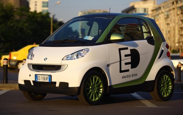 smart fortwo electric drive arata pur si simplu ca un smart obisnuit