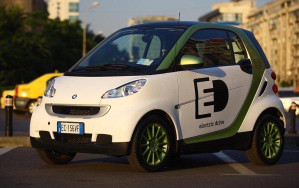 smart fortwo electric drive arata pur si simplu ca un smart obisnuit
