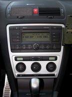Delimitarea clară a sistemului audio faţă de cel de climatizare, faţă de Mazda3 MPS avantajul fiind o ergonomie mai bună a comenzilor.