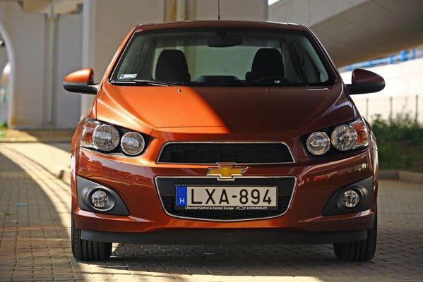 Chiar daca e o familista, Chevrolet Aveo Sedan are o parte frontala foarte agresiva