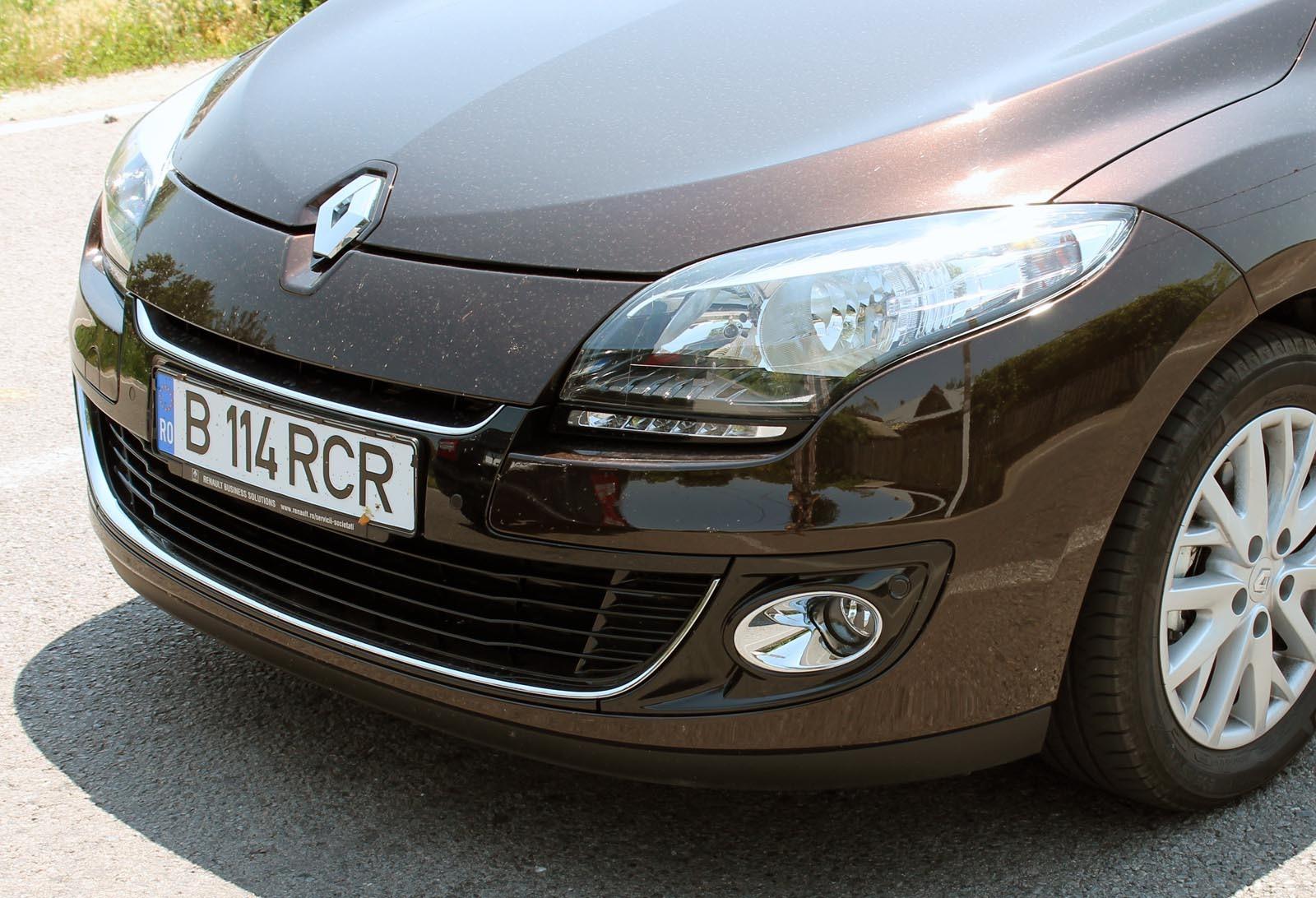 Principalele modificari pentru Renault Megane Collection 2012 - farurile cu lumini de pozitie LED si spoilerul redesenat