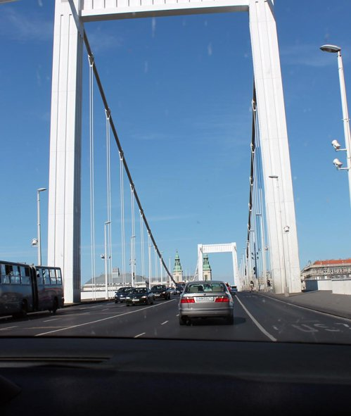 Budapesta o traversezi intr-o jumatate de ora, Bucurestiul in doua ore...