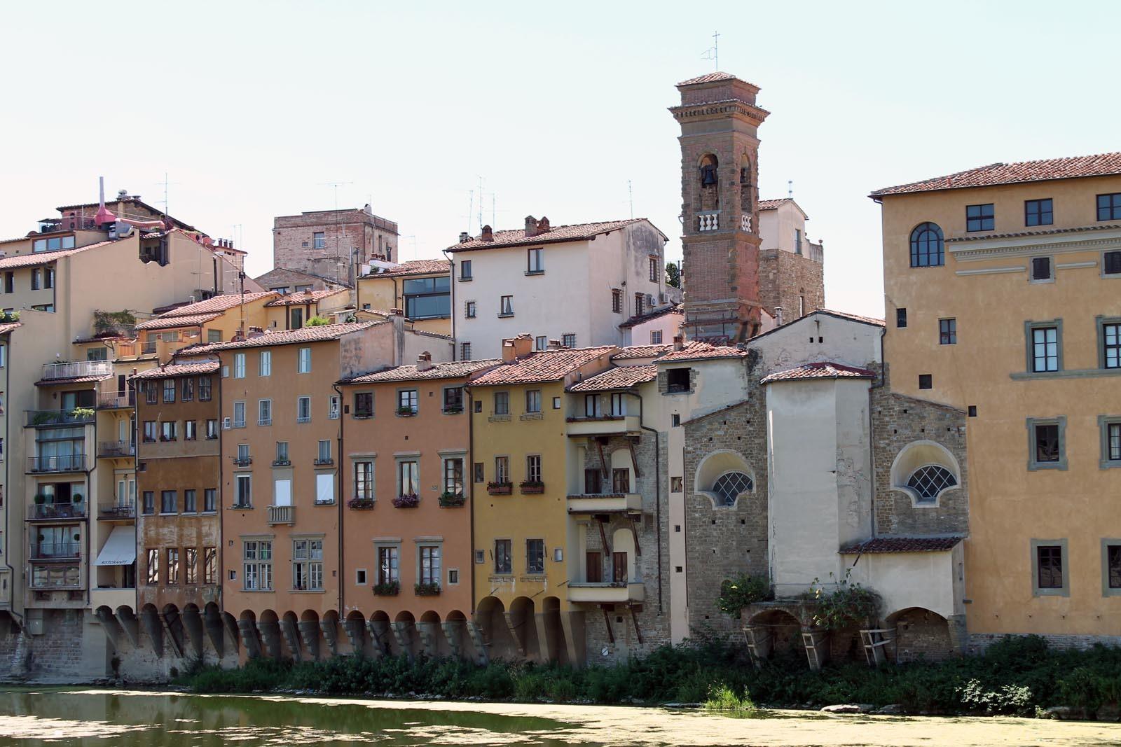 Cladiri de pe malul raului Arno