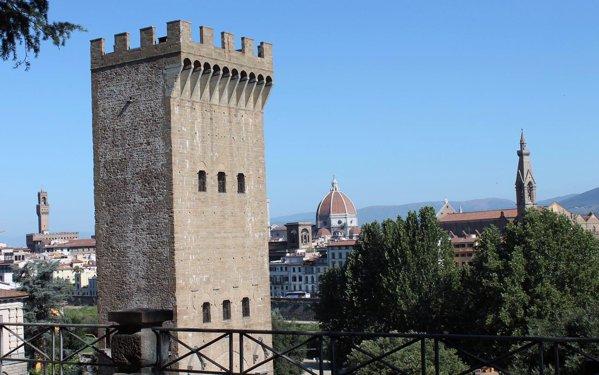 Din turnul San Niccolo cred ca se vede frumos Florenta. Nu l-am prins deschis publicului