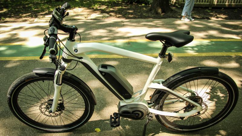 test cu bicicleta electric bmw cruise e bike hot rod cu. Black Bedroom Furniture Sets. Home Design Ideas