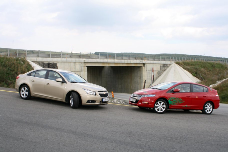 Test de consum: hibrid vs. diesel - Chevrolet Cruze & Honda Insight