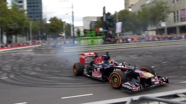 Max Verstappen face o demonstraţie cu un monopost F1. Şi-l dă de gard